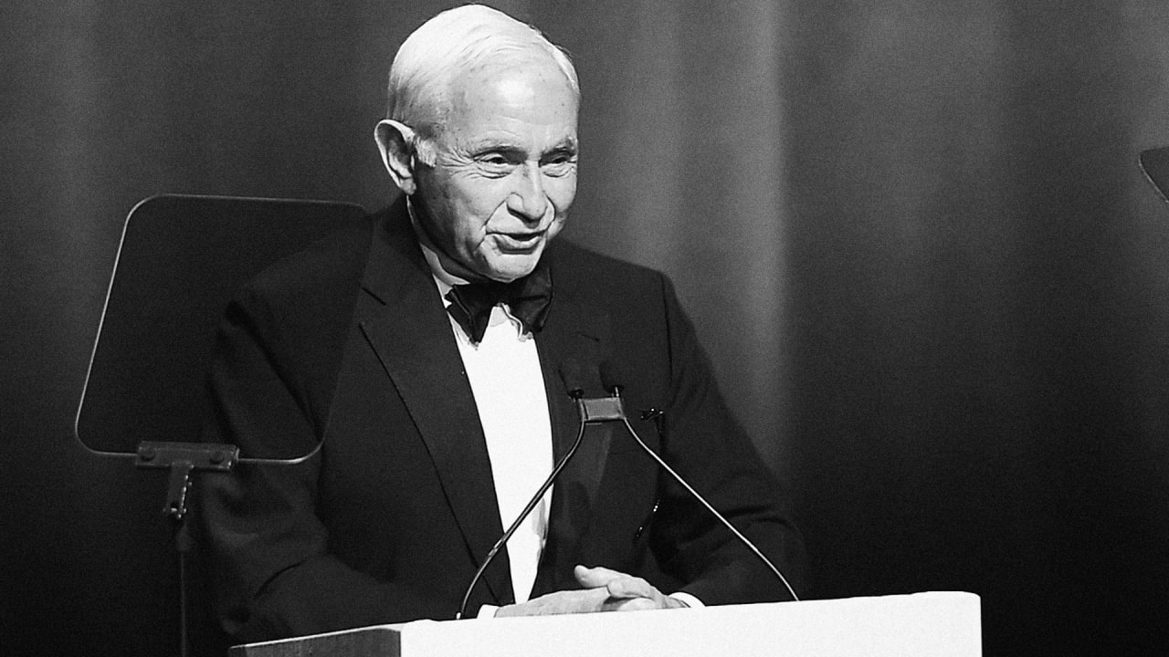 Les Wexner gives up control of Victoria's Secret, the brand he built