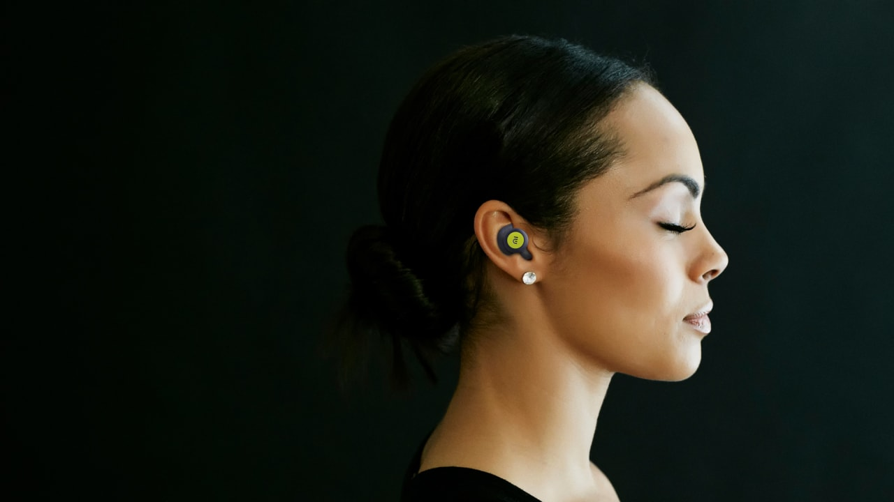 These brain-stimulating earbuds could ease pain caused by rheumatoid arthritis