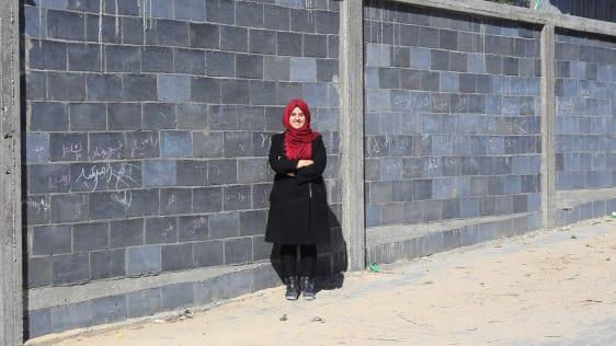 1 this young palestinian engineer is helping rebuild gaza with waste - Jurutera Wanita Palestin Cipta Bahan Binaan Menggunakan Debu