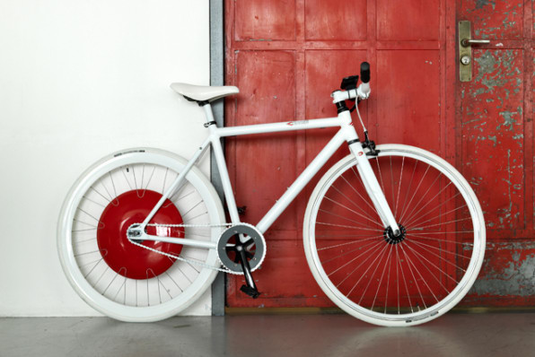 The Copenhagen Wheel Makes Your Bike Electric And It S About To Go On