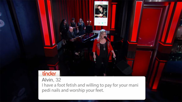 Watch Kelly Clarkson Turn Tinder Profiles Into Torch Songs-8091