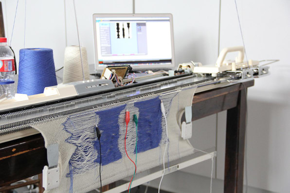 A Machine That Turns Your Brainwaves Into Knitting Patterns
