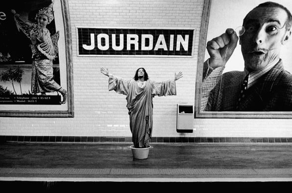 Paris Métro Stops Come To Life In This Surreal Art Project