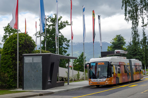 An Electric Bus That Recharges While You Step Inside