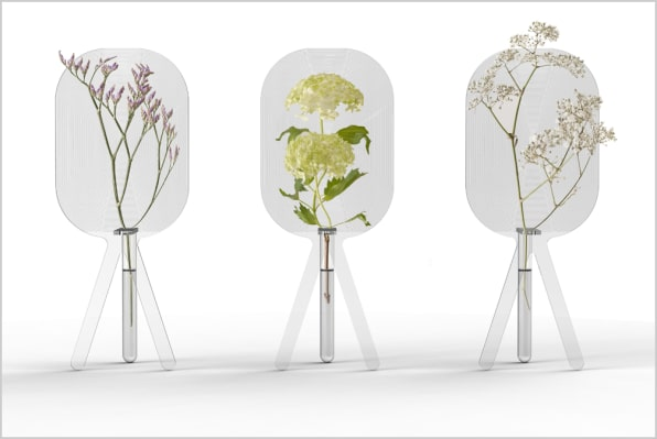 Big Bloom A Magnifying Vase That Supersizes Your Flowers