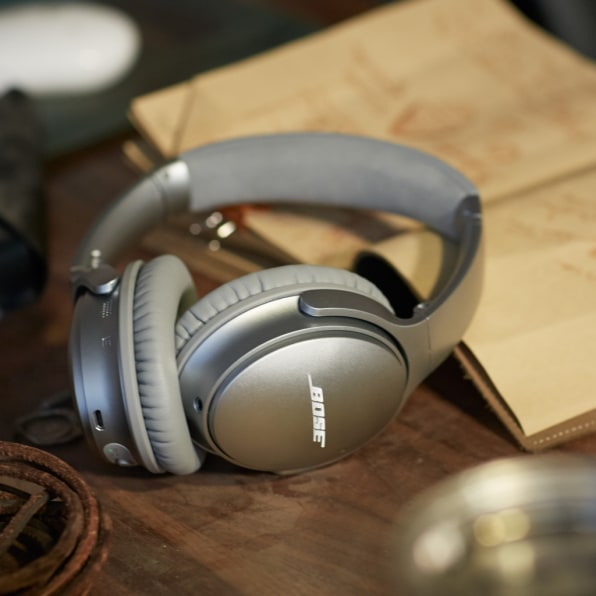 Bose's noise-canceling headphones are now wireless