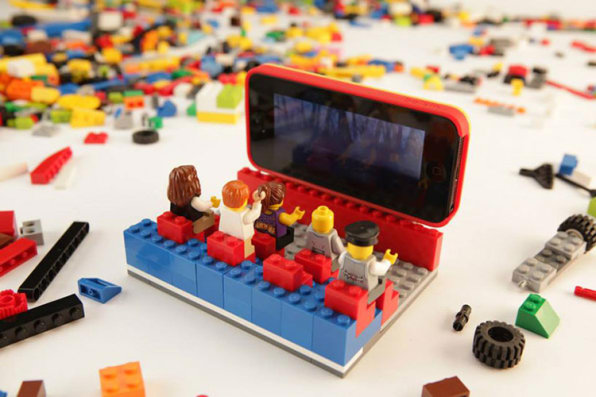 arrives d1700 a871e With The Belkin Builder Case, Your iPhone Becomes A Lego Brick