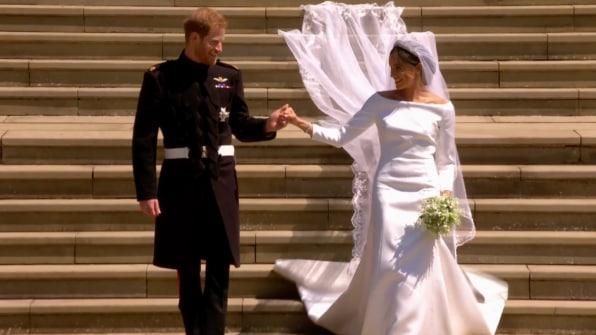 Royal Wedding Youtube.Meghan Markle Opts For A Simple Classic Royal Wedding Dress