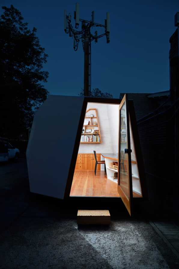 I want this minimalist mini-office so badly