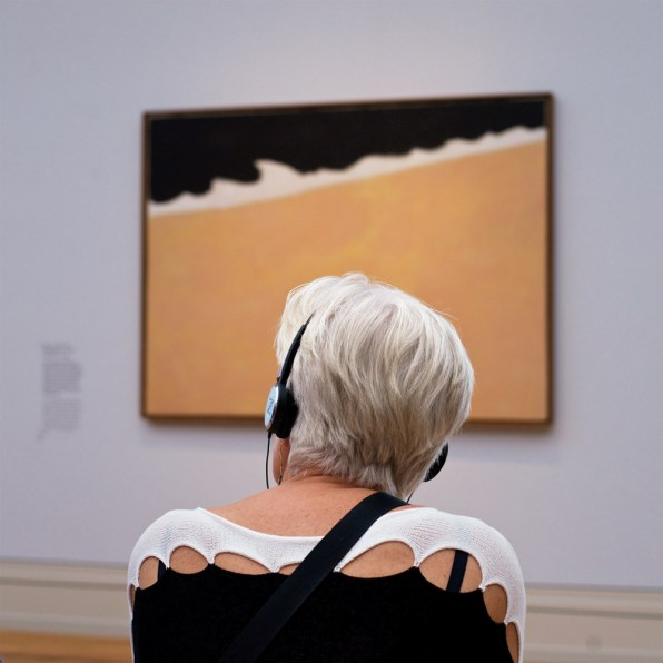 This Photographer Seeks Out Museumgoers Who Perfectly Match The Art