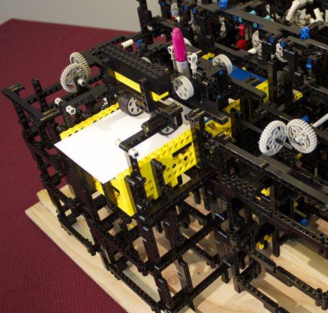 Apple Engineer Creates Elaborate Drawing Machine, Using Legos