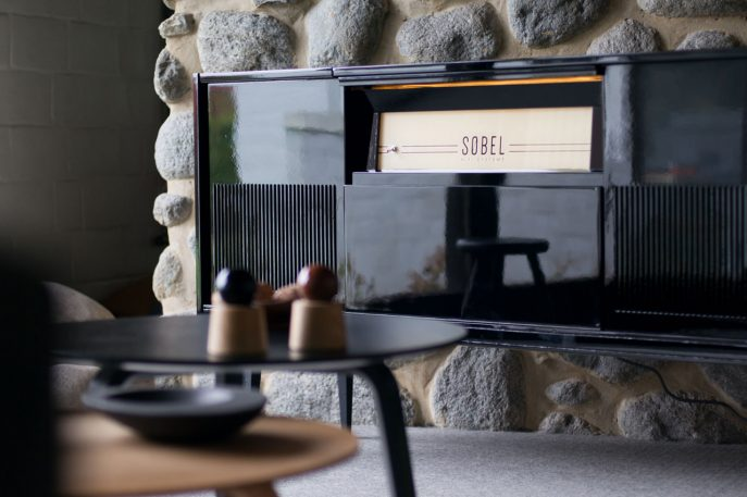 This Company Retrofits Glorious Vintage Hi-Fi Systems For The Spotify Age
