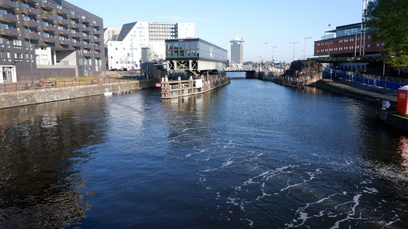 A simple burst of bubbles is keeping this canal clear of plastic